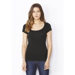 T-shirt con scollatura ampia